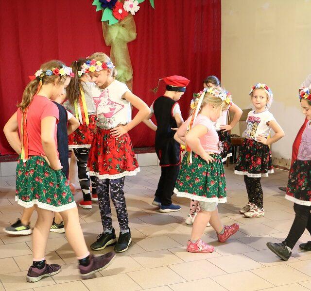 Wieś tańczy i śpiewa